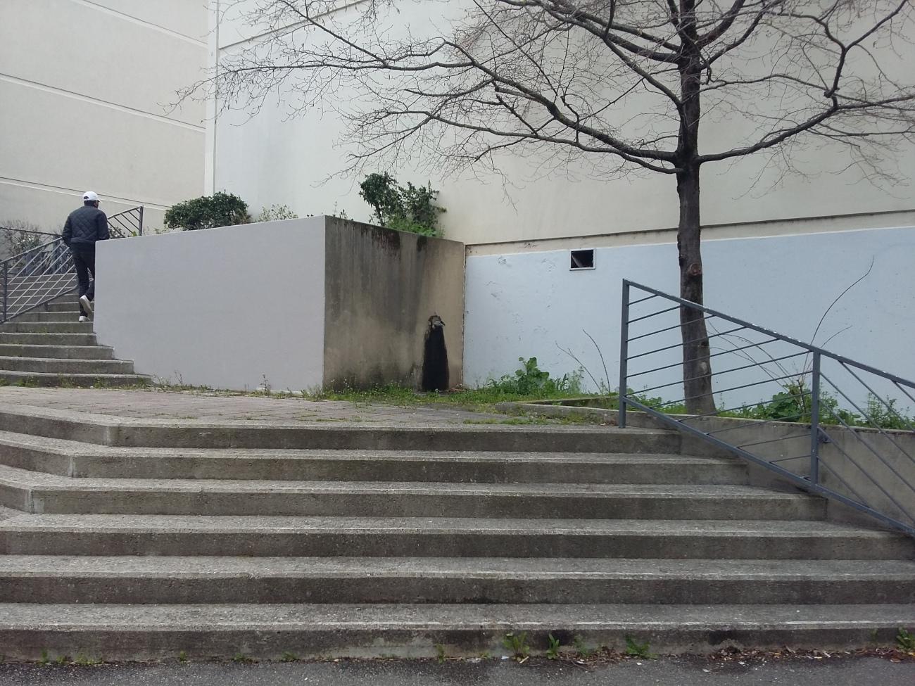 Escaliers et silhouette d'homme